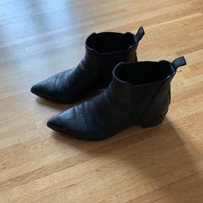 Lækre 'Jensen' støvler fra Acne Studios. Brugt en sæson, men er i god stand