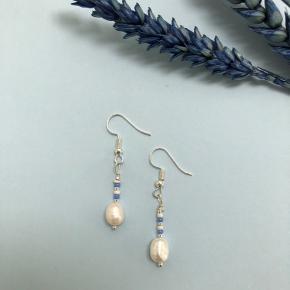 Fineste sølv ørekroge🥰 Tjek vores profil ud for flere smykker og designs.