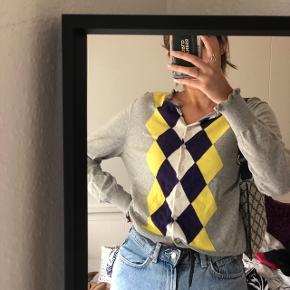 Overvejer at sælge min langærmet ternet Retro, vintage sweater, cardigan fra Tommy Hilfiger. Den har frynser rundt om krave og ærmer. Den har farverne lysegrå, lilla, gul og hvid.  Det er oprindeligt en L men jeg er en størrelse xs - small og den passer mig. Den sidder fedt oversized men ikke for meget.❤️  new yorker , envii , h&m , zara , only , Pieces , asos , h&m, topshop , na-kd , second female , esprit , vero moda , message , Kings & queens , gina tricot , mango , weekday , samsøe & samsøe , monki  , vila , Urban outfitters , street wear  , selected femme , sisters point , y.a.s , gestuz , American apparel , nelly , Jacqueline de young , boohoo , moss Copenhagen , retro look , wasteland, vintage , episode, moves , missguided , genbrug , one vintage , JDY, brandy Melville , Saint tropez , noisy may , MbyM , acne studios, Won hundred , cheap monday, COS , bikbok    Kan passes af Xs - s- m - l