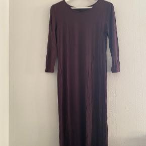 Langærmet maxi kjole.