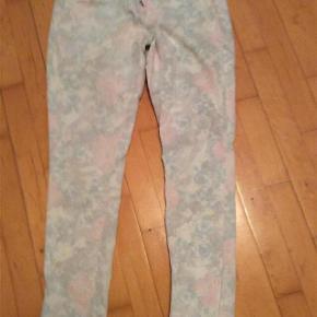"""Lækre jeans fra Cream. I det populære Bailey snit.  Str 32""""  Svarer til ca 40-42  Ikke brugt meget.  #30dayssellout"""
