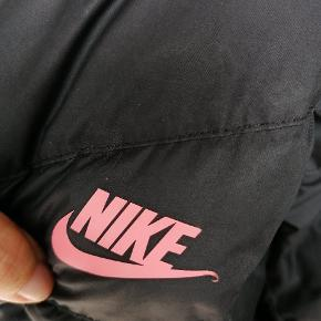 Brugt i ca 4 mdr. Rigtig pæn og varm jakke. Str. Er 158-170
