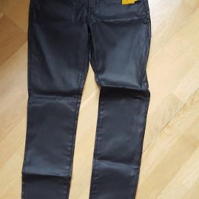 Coatede bukser, sorte, str. 38, nypris 249,00 kr