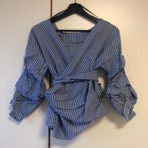 Sælger denne meget fine trøje. Aldrig været brugt. Købt for stor dsv.
