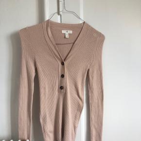 H&M bluse i størrelse Small brugt to gange 💛