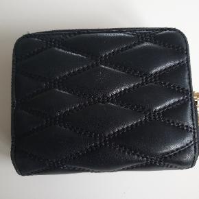 Sælger min fine pung fra DKNY. Jeg bytter ikke.. 👍