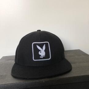 Supreme x Playboy kasket