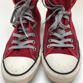 Varetype: Converse Størrelse: 41.5 Farve: Rød Oprindelig købspris: 900 kr.