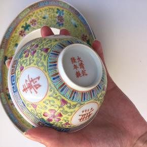 Sælger disse smukke orientalske tallerkener og skåle, da jeg skal flytte og har for mange stel. Der er i alt 7 tallerkener og 3 skåle.  Tallerkener: 50 kr per styk  Skåle: 40 per styk  Køb alle dele til 400
