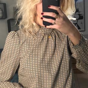 Fineste tunika/bluse fra Noisy May. Stadig med prismærke. Aldrig brugt. Nypris: 340kr
