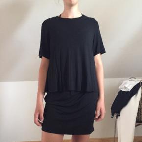 """T-shirt kjole med """"åben"""" ryg. Brugt én gang, derfor stand som ny!"""