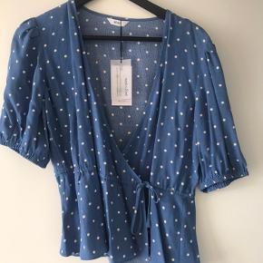Sælger denne super fine bluse fra Envii i str. s. Den er helt ny og aldrig brugt:)