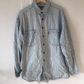 Vintage Levi's t-shirt. Har små brugsspor som kan ses på billederne