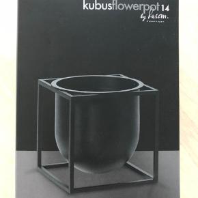 Sort Flowerpot 14 - helt ny, np 1200