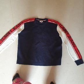 Lækker strik bluse fra Tommy Hilfiger, tyk og varm.