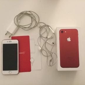 IPhone 7 product red 128GB, ca 1,5 år gammel. Meget få forbrugsridser, har fået helt ny skærm denne uge.   Der medfølger original æske med tilbehør, såsom oplader, høretelefoner osv. Kvittering medfølger også (købt i humac)   Skriv for flere spørgsmål eller billeder.