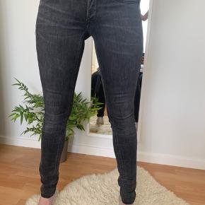 Super fede jeans brugt meget få gange. Godt med strech i..  Stylenavn: low rise skinny Sophie str.: 26/32