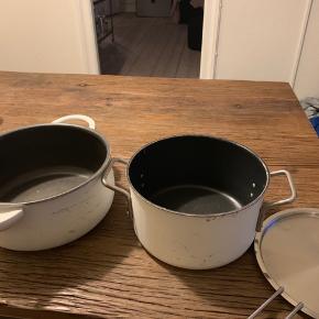 2 gryder. Den venstre er fra Tefal (diameter: 23) og den højre med låg til er fra Eva Trio (diameter 21). Sælges helst samlet.