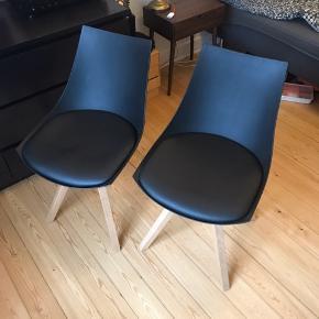 To Stole fra JYSK, jeg har kun brug dem meget kort, inden de blev sat ned i kælderen  De er i god stand