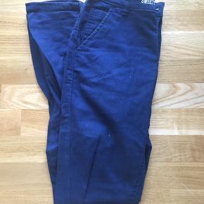 Navy bukser i str. 29/32 fra Sweet?. Brugt få gange, men er lidt nusset enkelte steder. Kan sendes/afhentes. BYD gerne :)
