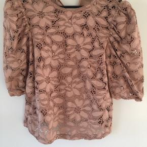 Smuk bluse med indvendig top