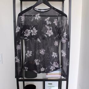 Mesh bluse med blomster / floral print
