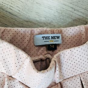 Sandfarvet/lys Rosa nederdel i blød stof