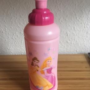 Disney prinsesser Drikkedunk  - fast pris -køb 4 annoncer og den billigste er gratis - kan afhentes på Mimersgade 111 - sender gerne hvis du betaler Porto - mødes ikke andre steder - bytter ikke