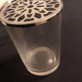 Sælger denne glas vase af en slags den fejler intet byd gerne