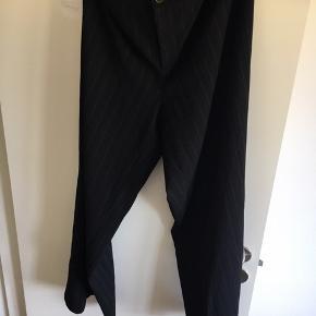 Bukser mærkke er jorli  Str 48 sælges der må byddes di er sorte med stribbe i Spørr for merr info