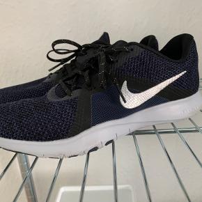 Nike Flex TR8 Cond: 10/10 Brugt maks 3 gange og kun indendørs. Ideelt sko til fitness og købt hertil