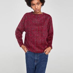 SOFT TOUCH CHECKED SWEATER  Short sweater with a round neckline and long sleeves. Made of soft touch fabric.  For flere billeder se i kommentar.  77% Acryl. 17% Polyester. 6% Polyamide  Se også mine andre annoncer ;)