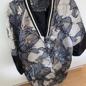 Flot jakke fra Karen by Simonsen 😍 Str. 36 men vil passe både en 34,36 og 38