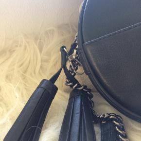 Flot taske fra markberg - lækker fed skind med rå skind detaljer- fejlkøb