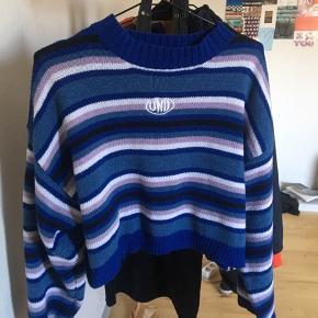 Sælger denne super seje sweater Den er mega cool til et Par jeans eller hyggebukser. Xs-S