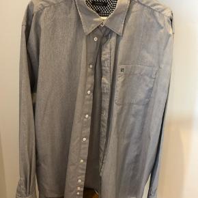 Skjorte i str 3xl / næsten ikke brugt  Handler helst mobilepay ellers betaler køber gebyr Sendes forsikret med DAO