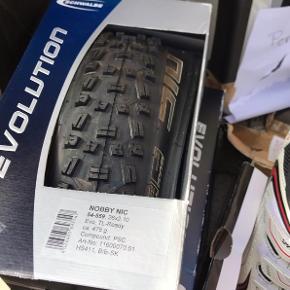 Helt nye mountainbike dæk. Har to stk. 60 kr. pr. stk. Nyprisen var 300 kr.  (Cykelslage dertil 15 kr.)