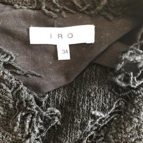 Fin cardigan/jakke fra IRO sælges. Den er ikke brugt mere end 5 gange og fremstår derfor meget fin. Svarer til en xs. Bytter ikke