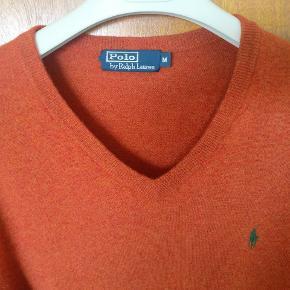 V hals jumper lavet i ren marino uld og I en flot orange farve. Ny Ca. 1200 Mp 400