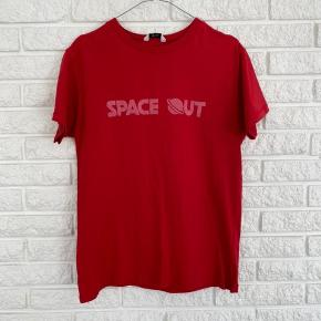 "Envii ""space out"" t-shirt Str. M  Brugt en enkelt gang - fin som ny!"