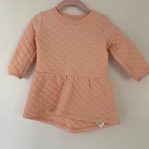 Helt ny kjole fra name it str. 80. Brugt 1 gang. Gav 180kr. For den. Sælges for 40kr.