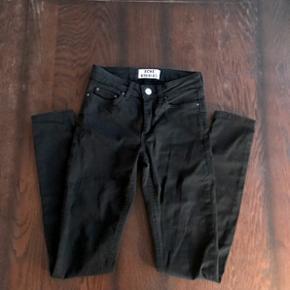 Jeg sælger min Acne studios bukser i sorte. De er brugt 3 gange og i god stand  Størrelse: 24/34  Før pris: 1200kr  Byd