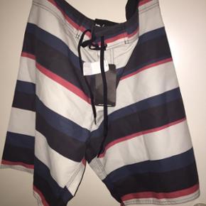 Badeshorts, boardshorts, shorts.  Nye med mærke.  Størrelse L til XL