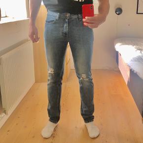 Gode jeans fra just Junkies i størrelse 30/32. Perfekt til hverdagsbrug. Skriv hvis der er nogen spørgsmål.