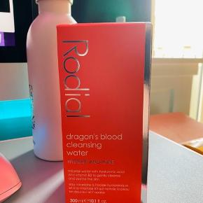 Rodial Dragon's Blood Cleansing Water 300ml Uåbnet