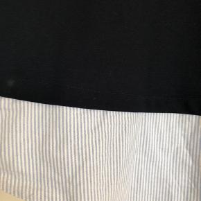 Skjortebluse i mørkeblå. Aldrig brugt!  ⭐️ se mine øvrige annoncer. Mængderabat opnås⭐️