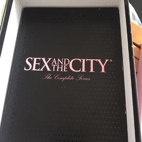 Sex and the City sæson 4-6. Jeg har forlagt den første halvdel desværre.. gives væk, men kun til afhentning.