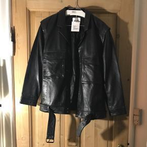 Ægte biker læder jakke, lidt oversize god med en hættetrøje eller ligne under
