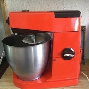 Kenwood major Retro Køkkenmaskine i orange og brun. Fra min barndom. Virker upåklageligt   fast pris -køb 4 annoncer og den billigste er gratis - kan afhentes på Mimersgade 111 - sender gerne hvis du betaler Porto - mødes ikke andre steder  - bytter ikke