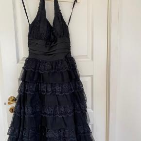 Galla kjole fra Paris.   #30daysogsellout